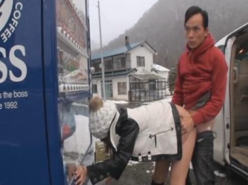 無修正 しろハメ あゆみ 初雪の降る北海道に地方ナンパを敢行