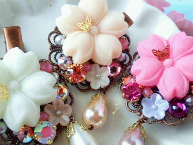 蝶舞う桜とクリスタライズのヘアクリップ2