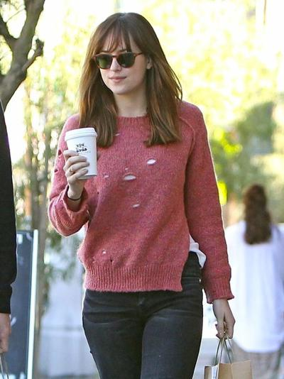 Dakota+Johnson+Stops+Coffee+Friend+20150126_01.jpg