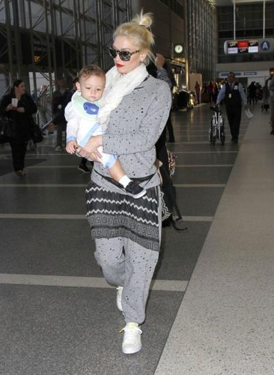Gwen+Stefani+Son+Apollo+Departing+Flight+LAX+20150126_01.jpg