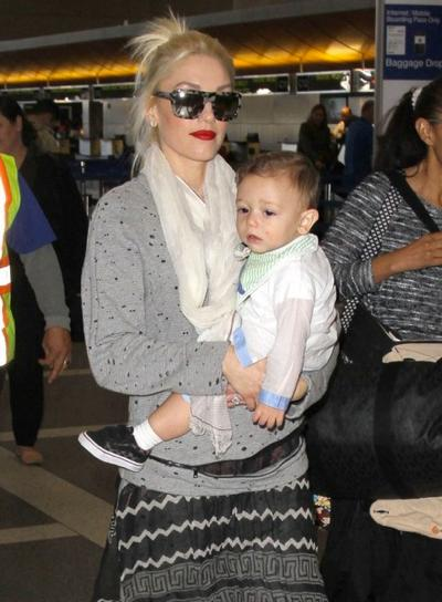 Gwen+Stefani+Son+Apollo+Departing+Flight+LAX+20150126_03.jpg