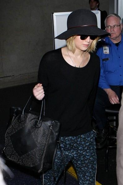 Jennifer+Lawrence+seen+at+LAX+20150106_03.jpg