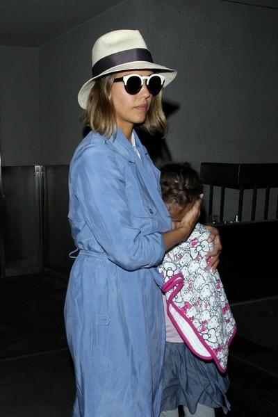 Jessica+Alba+Honor+seen+LAX+20150411_01.jpg