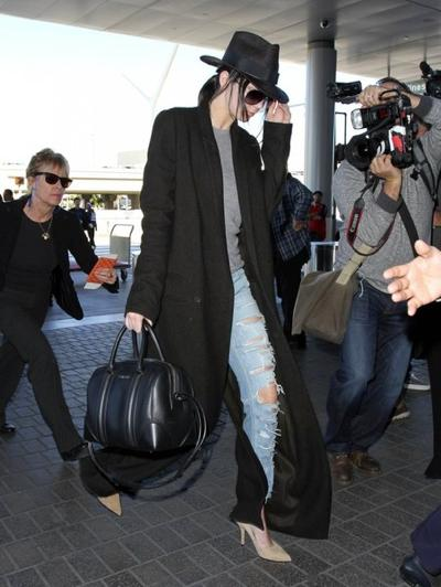 Kendall+Jenner+Catches+Flight+LAX+20150126_01.jpg