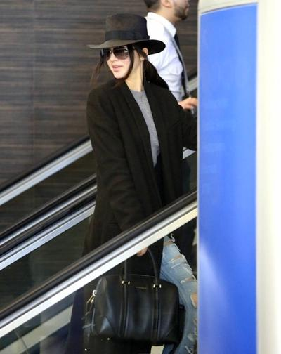 Kendall+Jenner+Catches+Flight+LAX+20150126_02.jpg