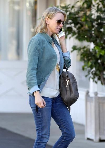Naomi+Watts+Stops+Brentwood+Country+Mart+20150126_01.jpg
