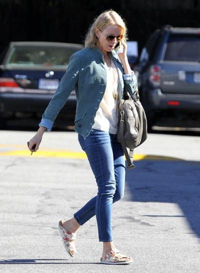 Naomi+Watts+Stops+Brentwood+Country+Mart+20150126_02.jpg