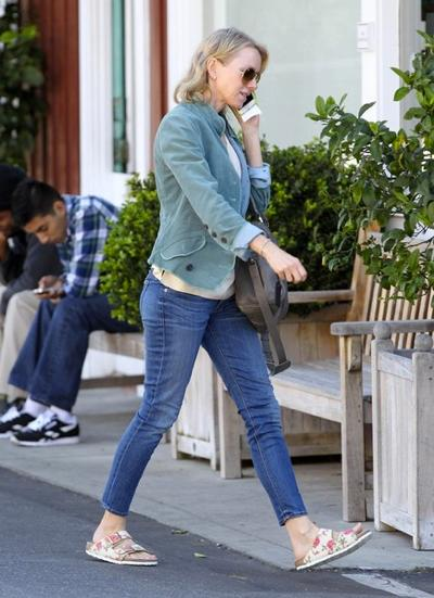 Naomi+Watts+Stops+Brentwood+Country+Mart+20150126_03.jpg