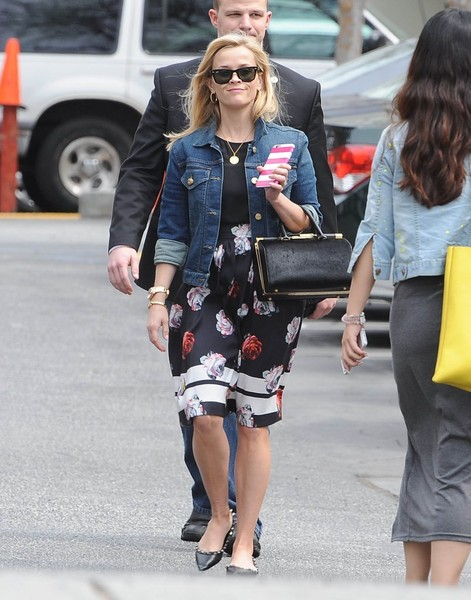Reese+Witherspoon+Out+Santa+Monica+20150324_03.jpg