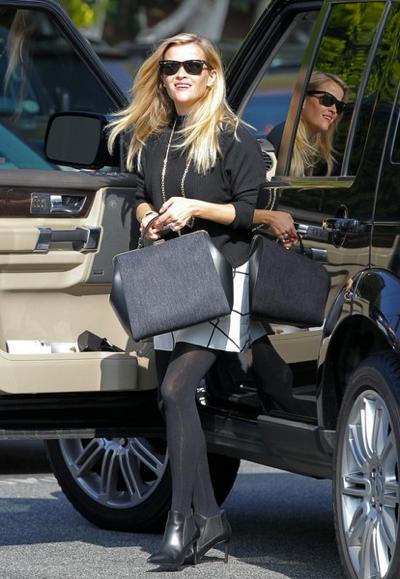Reese+Witherspoon+s+big+bag+20150126_01.jpg