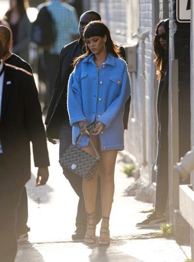 Rihanna+from+behind+20150411_01.jpg