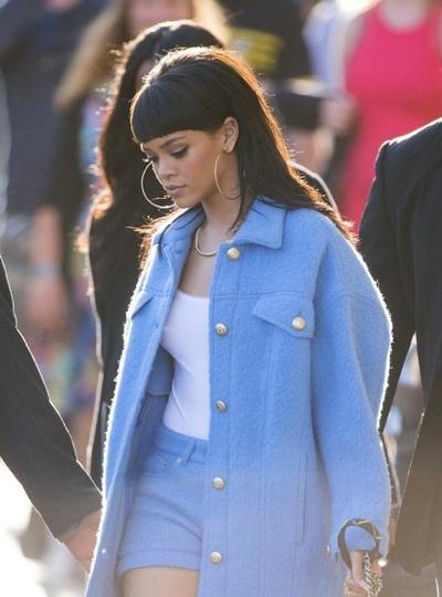 Rihanna+from+behind+20150411_02.jpg