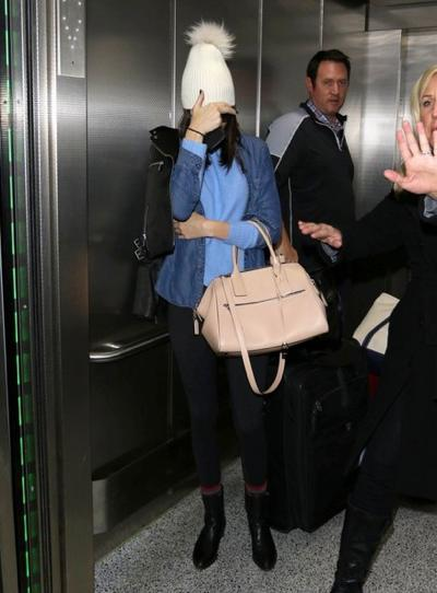 Shy+Kendall+Jenner+Lands+LAX+Airport+20141221_01.jpg