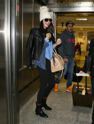 Shy+Kendall+Jenner+Lands+LAX+Airport+20141221_02.jpg
