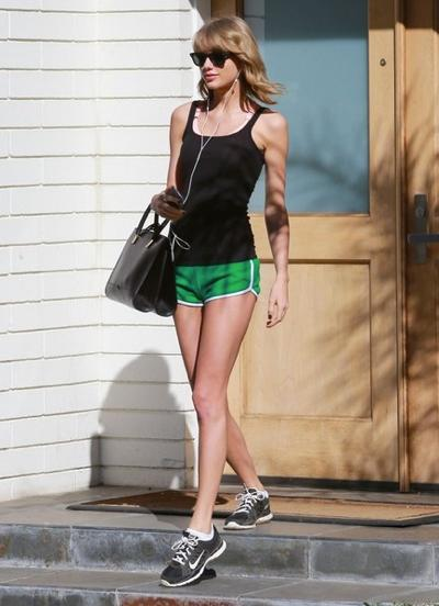 Taylor+Swift+Out+Hike+Hollywood+20150407_03.jpg
