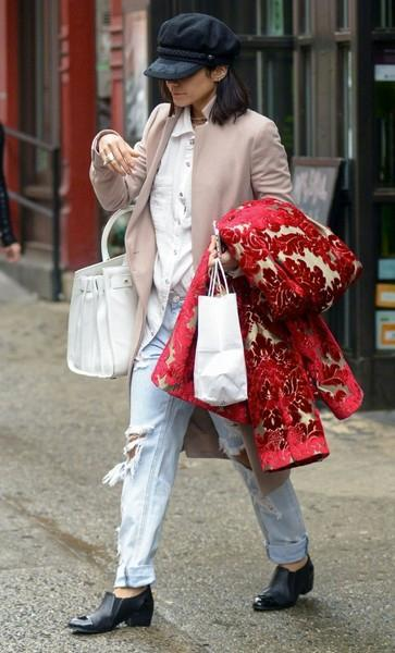 Vanessa+Hudgens+Out+Shopping+NYC+20150411_01.jpg