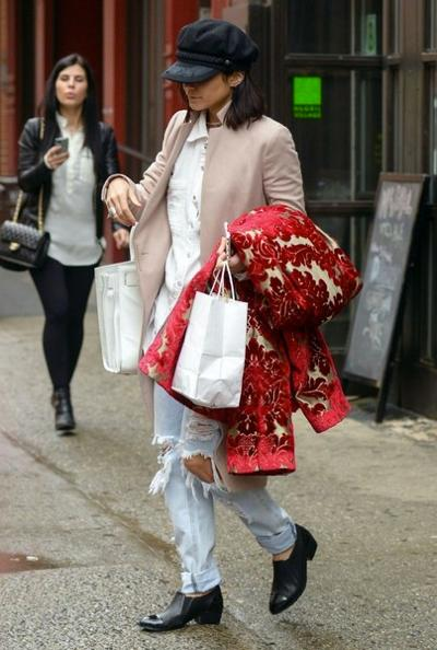 Vanessa+Hudgens+Out+Shopping+NYC+20150411_03.jpg