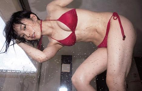 """NMB48山本彩の最新写真集が""""規制級""""の刺激度"""