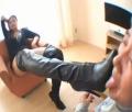 セレブギャルがおっさんに強引に舌でブーツを磨かせる