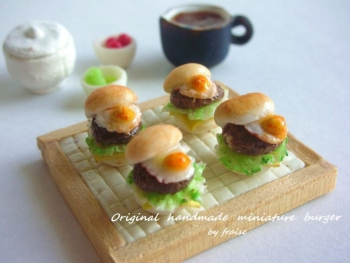目玉焼きハンバーガー6