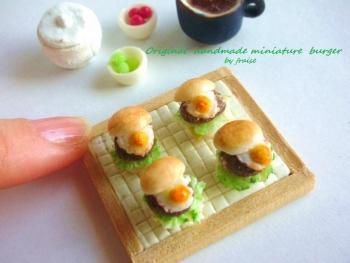 目玉焼きハンバーガー5