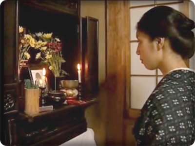 (ヘンリー塚本) 雨戸を閉めダンナの位牌の前で義アニとはげしく交わる戦争夫を亡くした妻☆