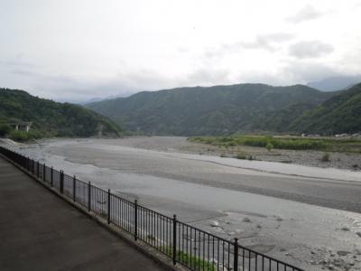 身延駅近くの富士川