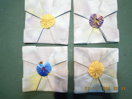 折り紙パッチの中央に