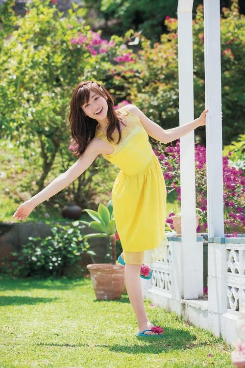 """美人キャスターの牧野結美アナ(25)が、""""可愛すぎる""""初グラビア解禁 爽やかな魅力ショット連発"""