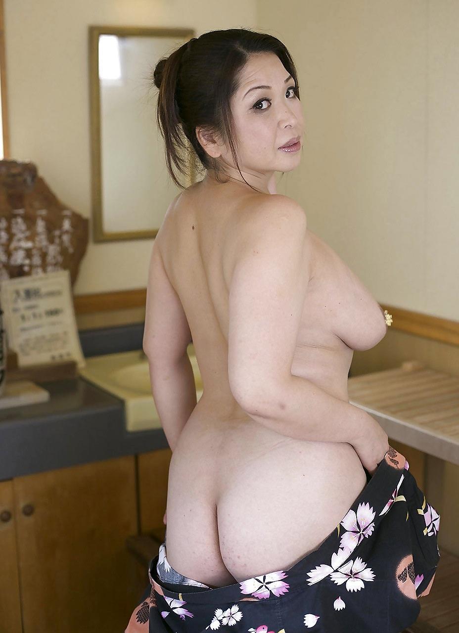 全裸の人妻のお尻