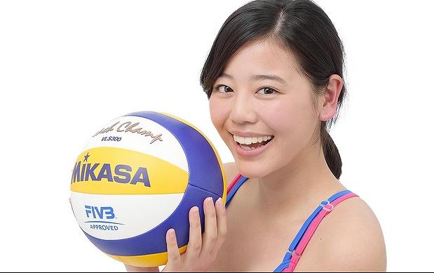 ビーチバレーの坂口佳穂選手