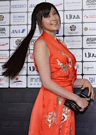 「ショートショート フィルムフェスティバル&アジア 2015」でチャイナドレス風の真っ赤なドレスを着た藤原紀香