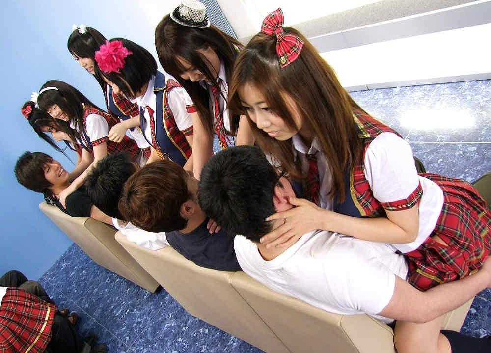 AV「CRB48 新人選抜総選挙」でAKB風衣装を着て男に跨るAV女優達