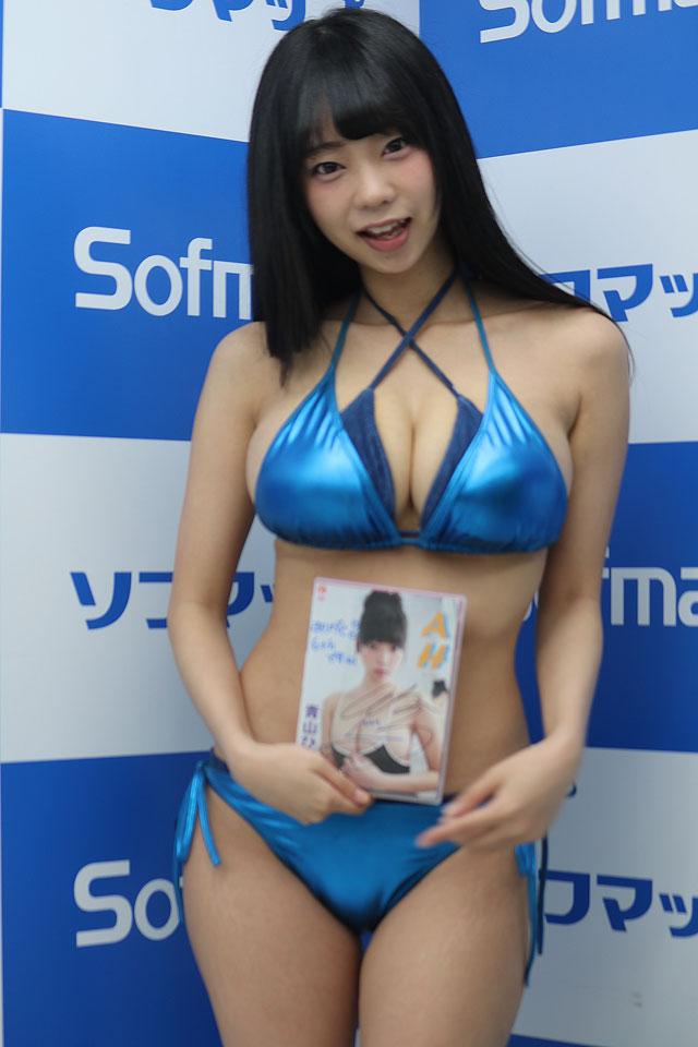 DVD『AH』の発売記念イベントでソフマップに登場した青山ひかる