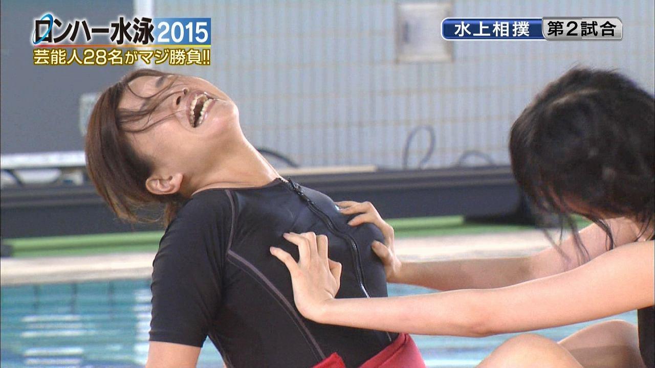 テレ朝「ロンハー水泳2015」水上相撲で競泳水着を着たオアシズ大久保の胸を揉む森下悠里