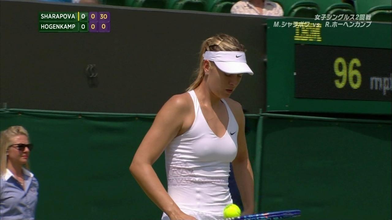 ウィンブルドンで試合するマリア・シャラポワの透けた乳輪と乳首