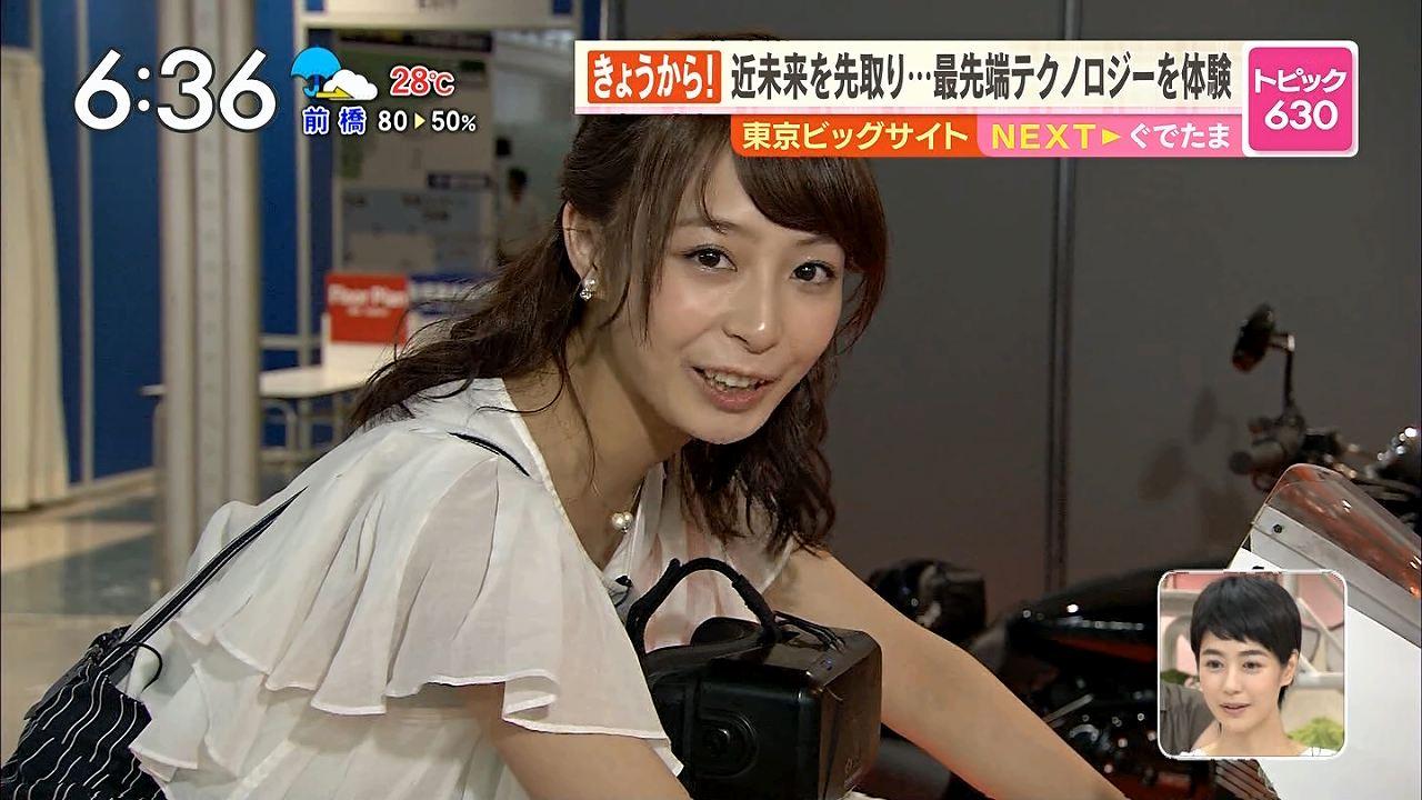 TBS「あさチャン」で衣装のタイトスカートのままバイクにまたがる宇垣美里アナ