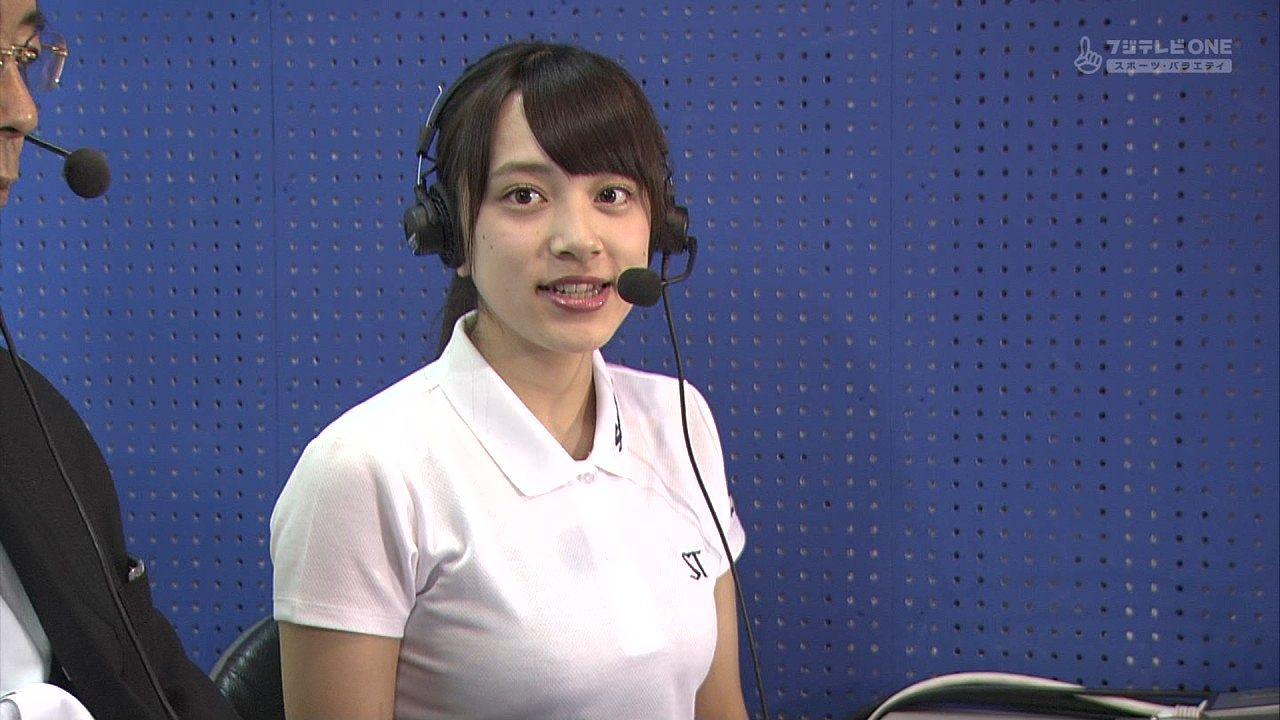 スポーツの解説をポロシャツでする爆乳女子アナ