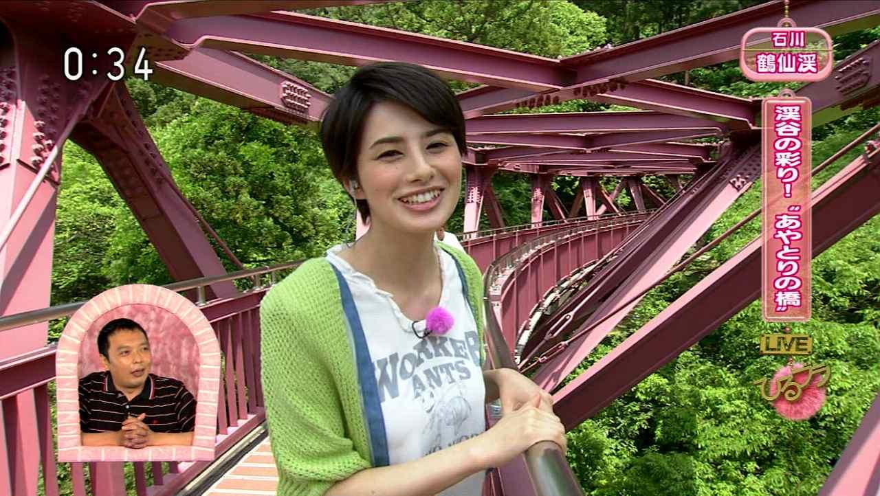 NHK「ひるブラ」にTシャツで出演したホラン千秋のおっぱい