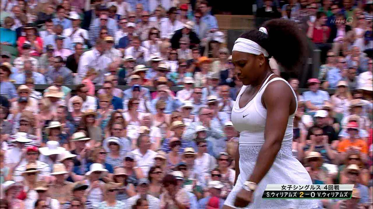 真っ白なテニスウェアを着たセリーナ・ウィリアムズの乳首ポチ