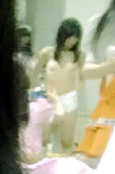 楽屋で着替え中の大島涼花の下着姿が写りこんだ画像