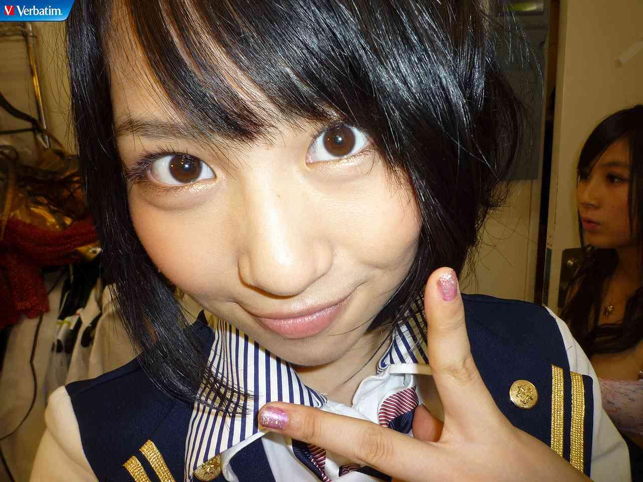 AKB48の楽屋で写りこんんだメンバーの下着姿