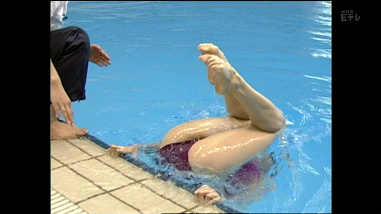 Eテレ「水泳・シンクロの基本(テレビスポーツ教室)」、水中から撮ったシンクロナイズドスイミング