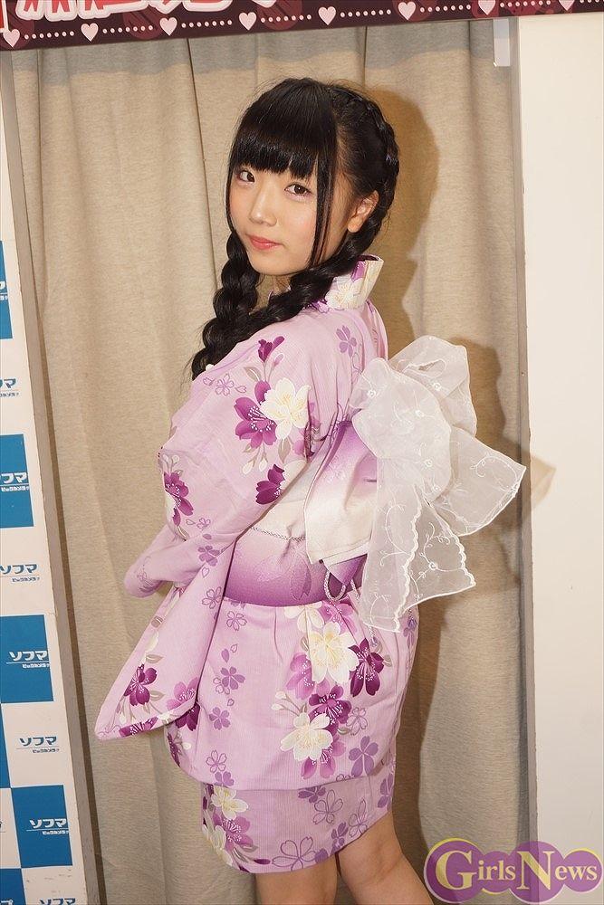 DVD『petit ange』発売記念イベントでソフマップに登場した和泉ひより