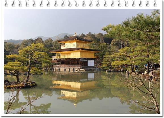 水面に映った金閣寺