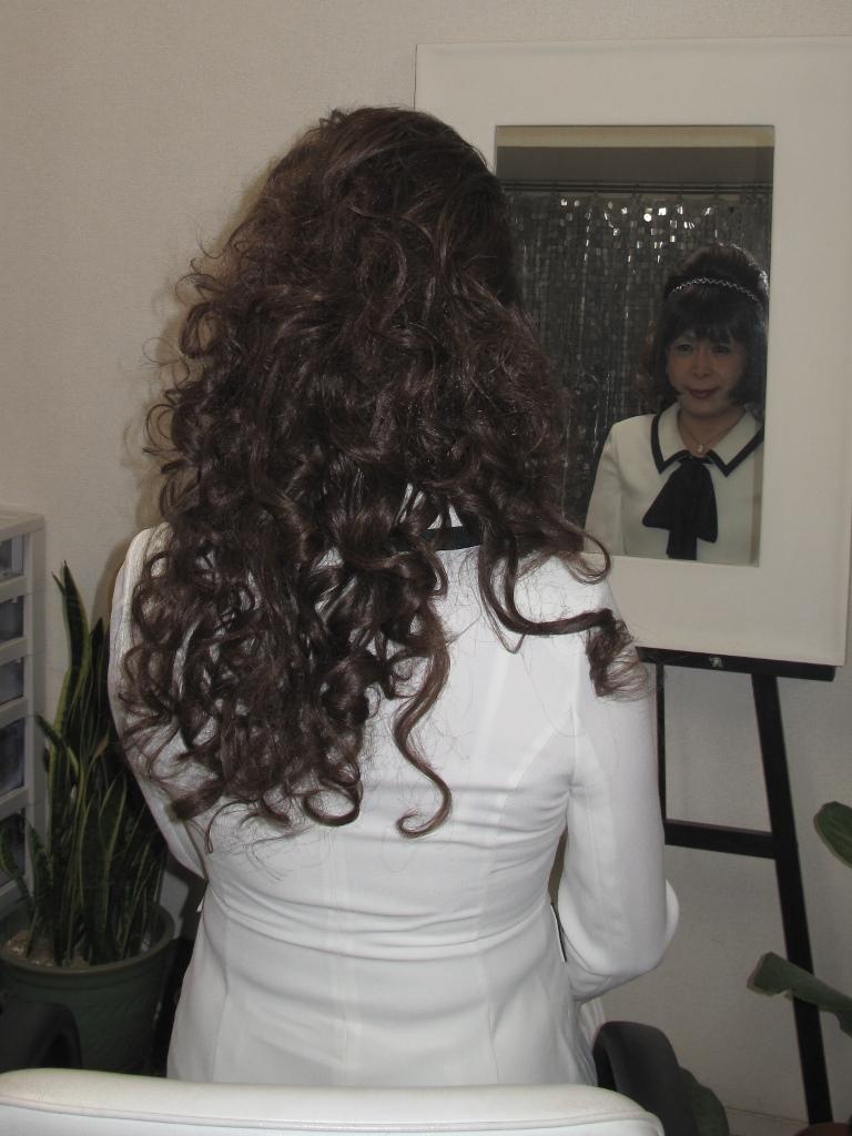 100410白スーツ美容院(3)