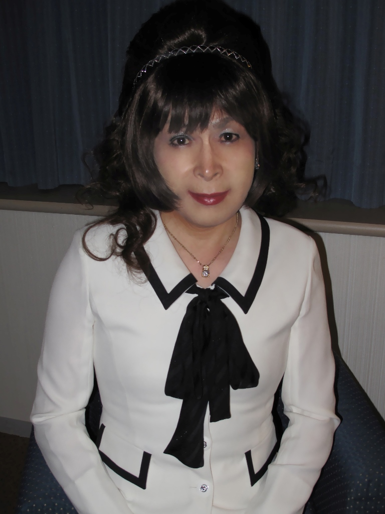 100410白スーツ美容院(4)