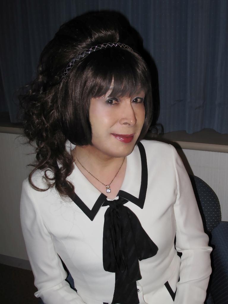 100410白スーツ美容院(5)