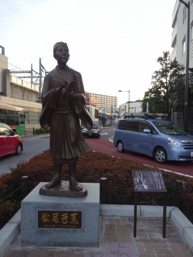 南千住駅前に銅像(松尾芭蕉)