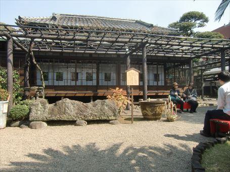 伝法院庭園拝観 古墳時代の石棺